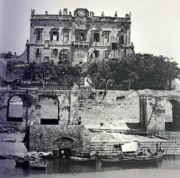 Spinola palace and boats.jpg